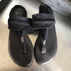 Sanuk sling back sandal black